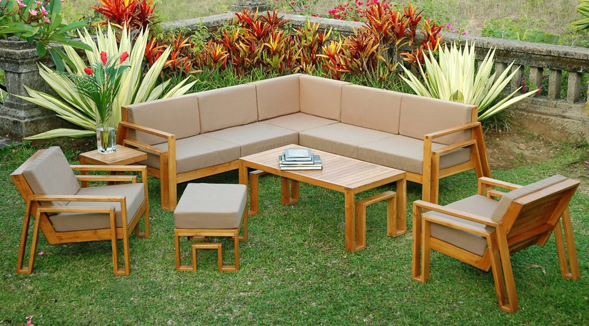 Weatherproof furniture for your outdoor living space for Outdoor living furniture