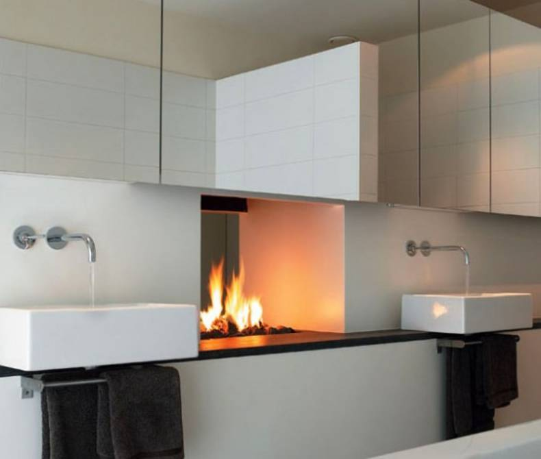 Chic Fireplace Design between Two Rooms by Modus