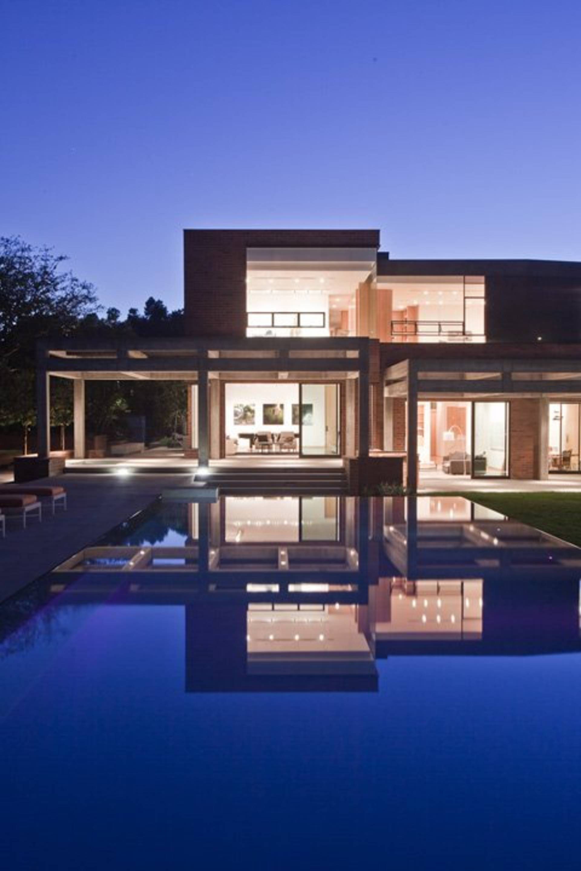 Elegant house design in los angeles by assembledge home for Perfect design house