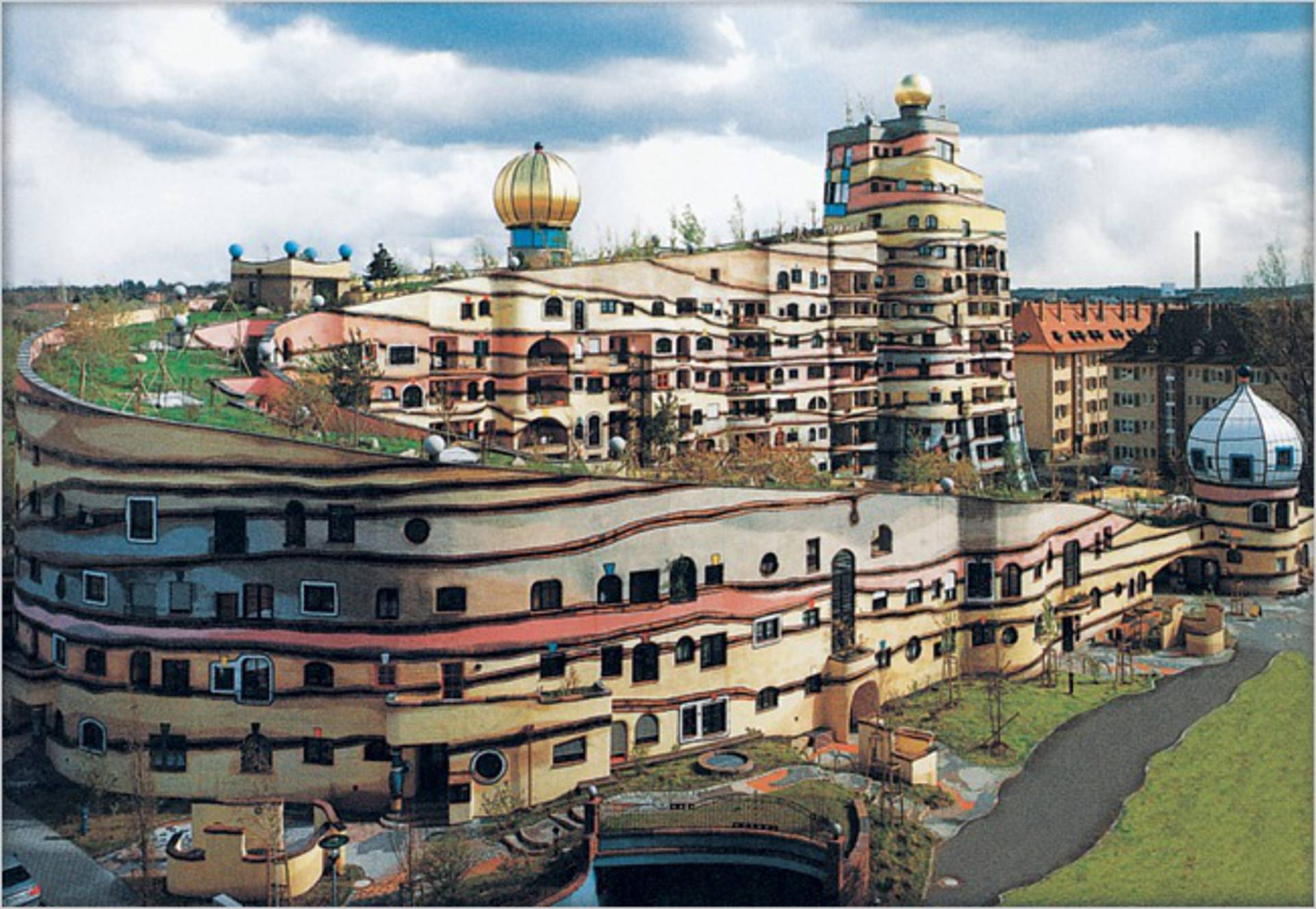 Forest Spiral By Hundertwasser Ndash The Unique House In Germany - Curvy-spiral-house-design