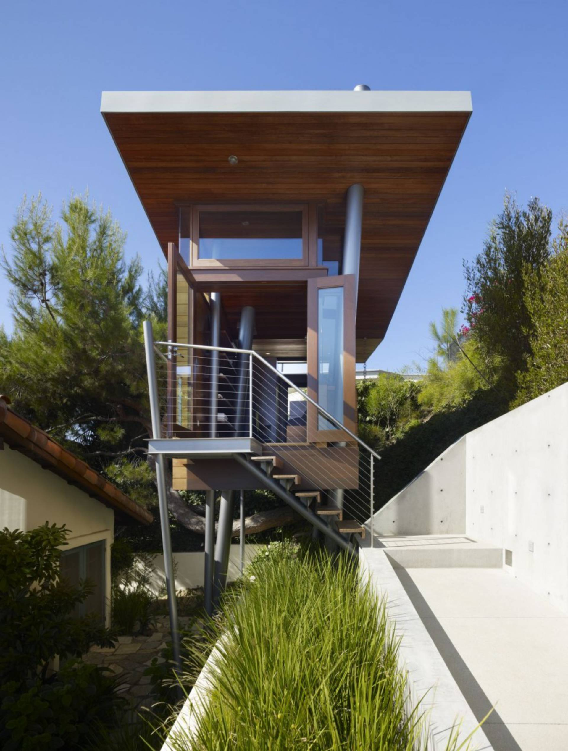 Small Tree House by Rockefeller Partners