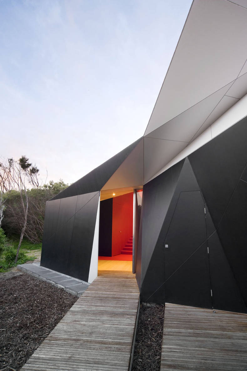 Unique Klein Bottle House by McBride Charles Ryan