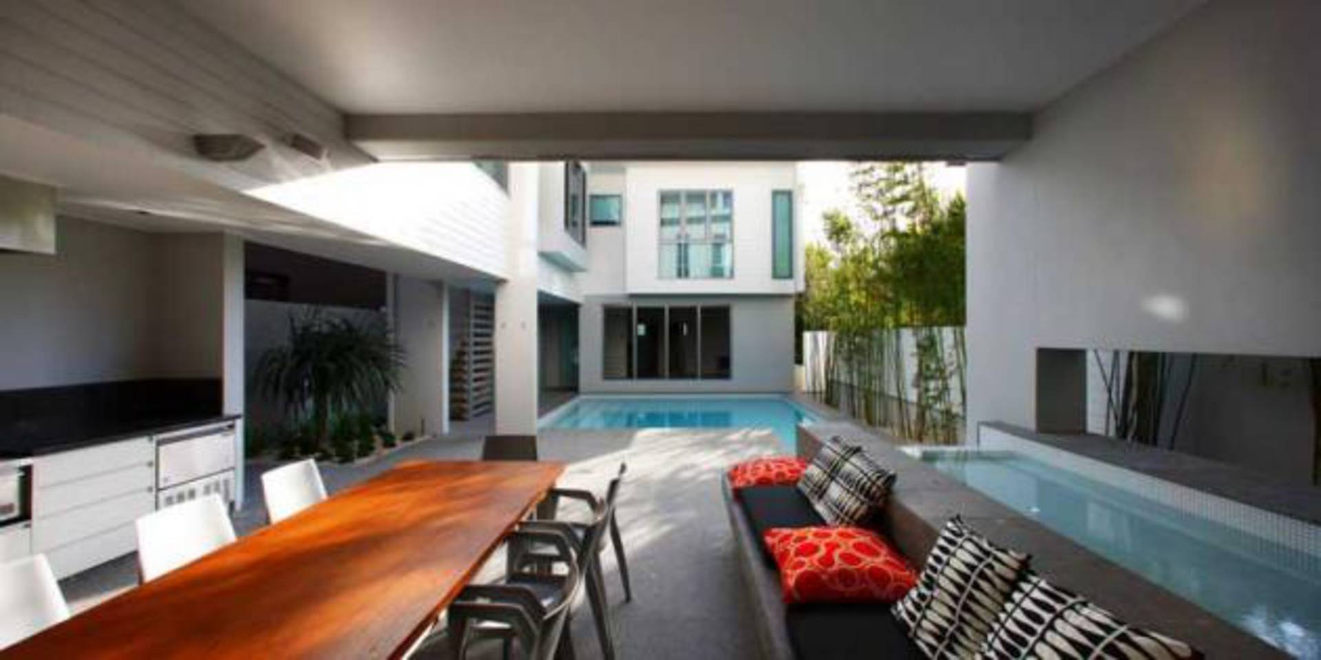 Miami Residence On A Long Narrow Site By Bda Architecture