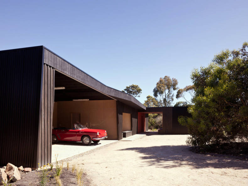 Somers Courtyard House by Rowan Opat Architects