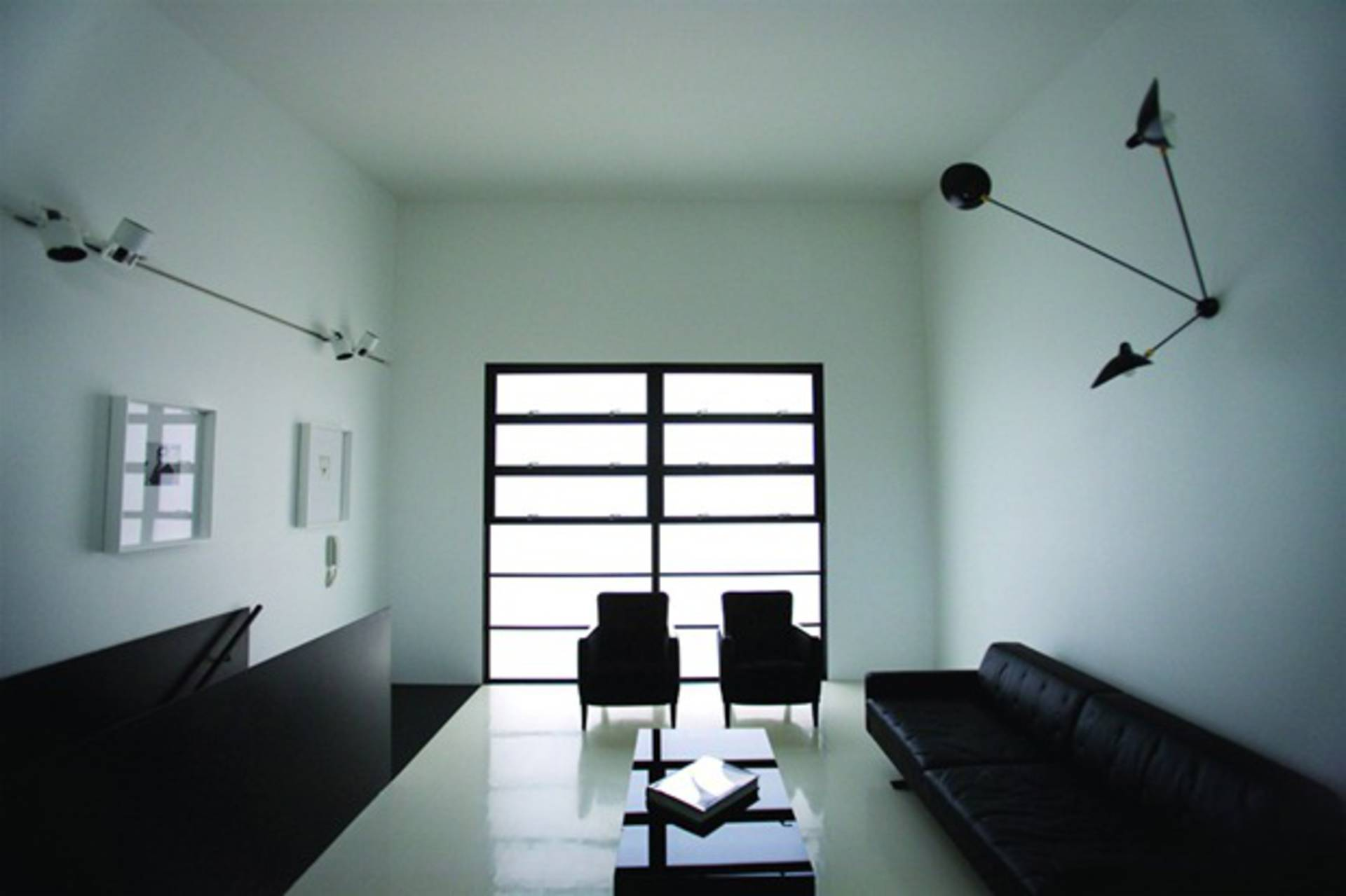 Modern Black and White Interior by Ian Moore Architects - Home Reviews