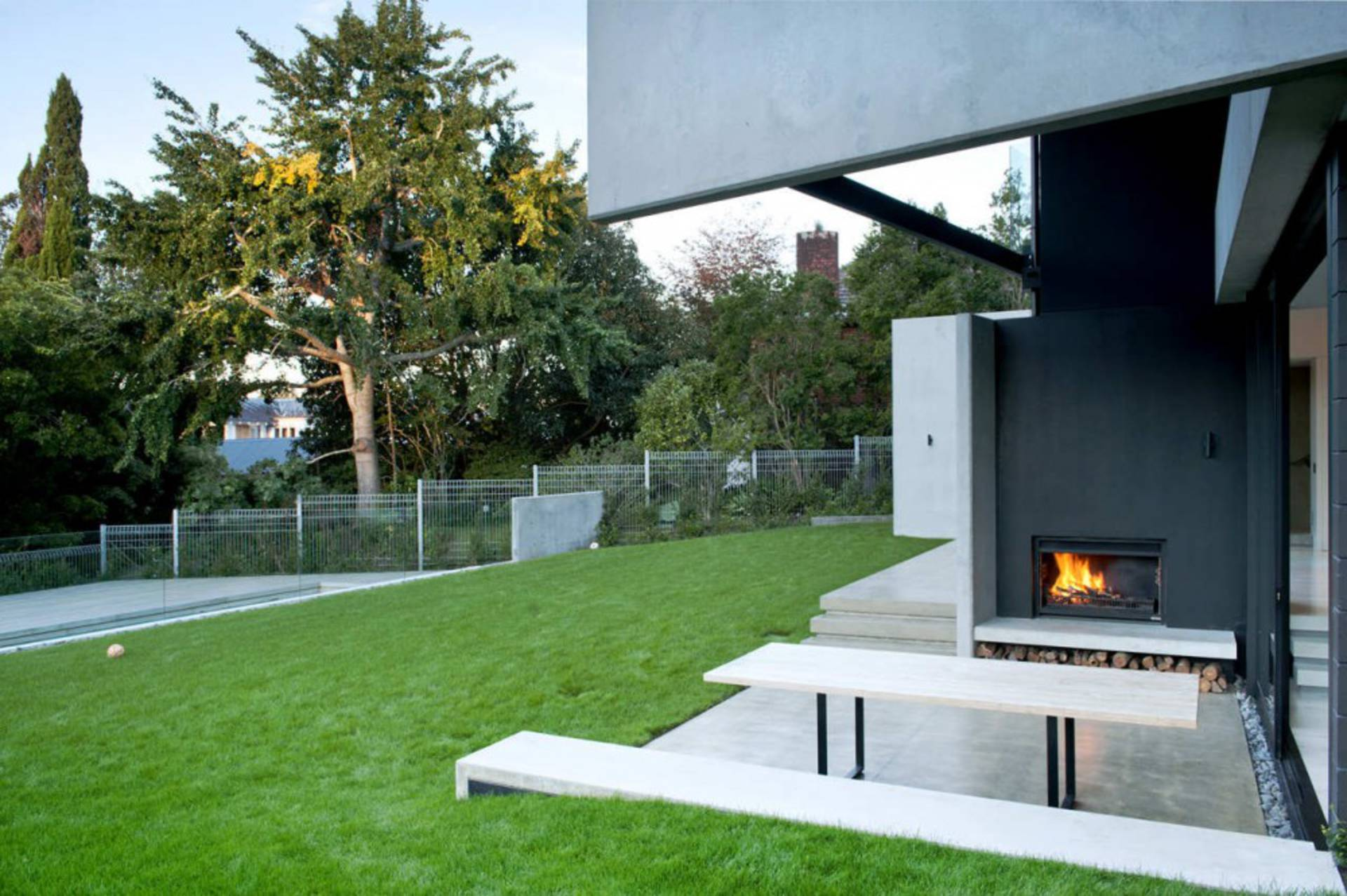 Contemporary concrete 9 elmstone house in new zealand for Modern green home