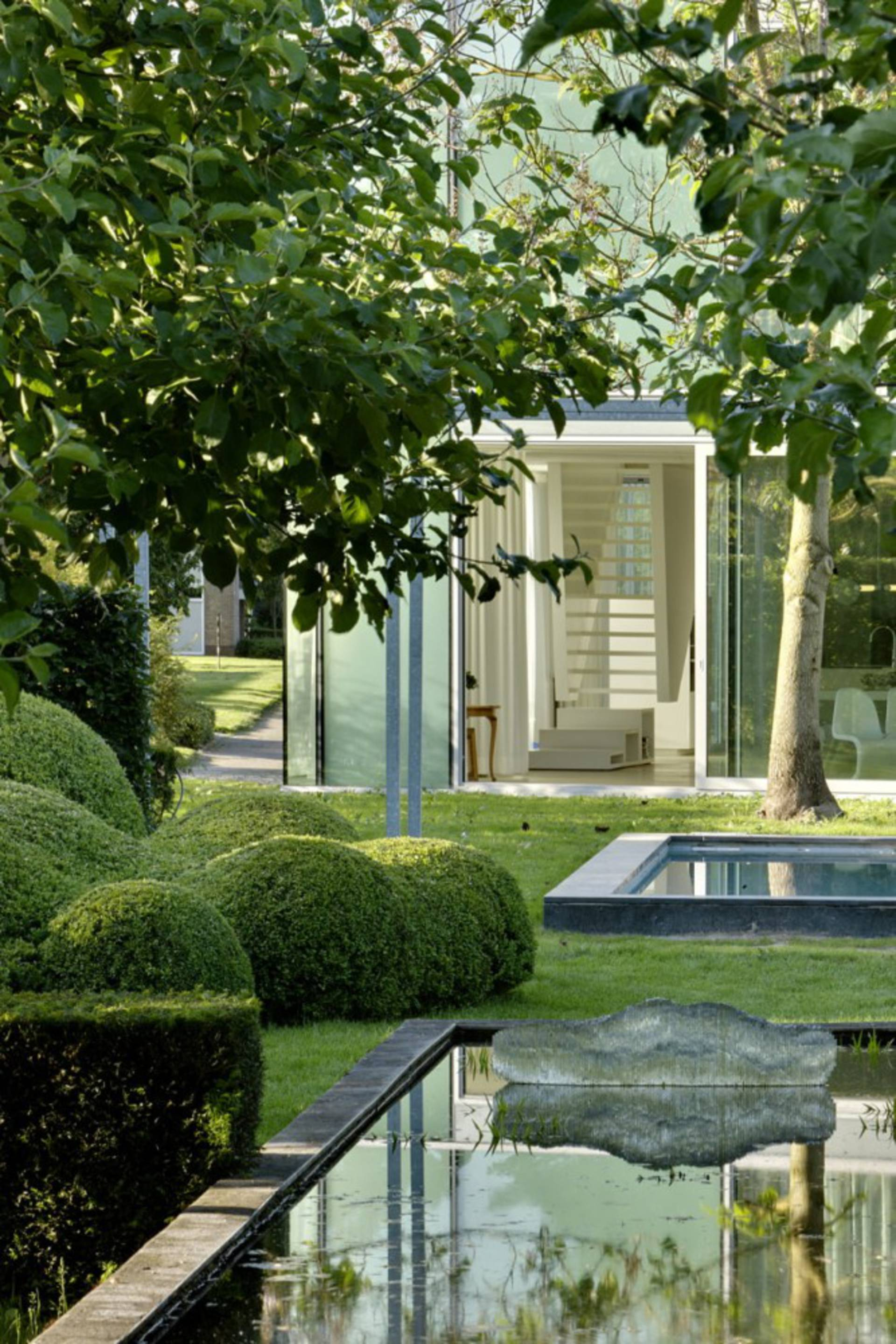 Glass house design by wiel arets architects home reviews for Garden glass house designs