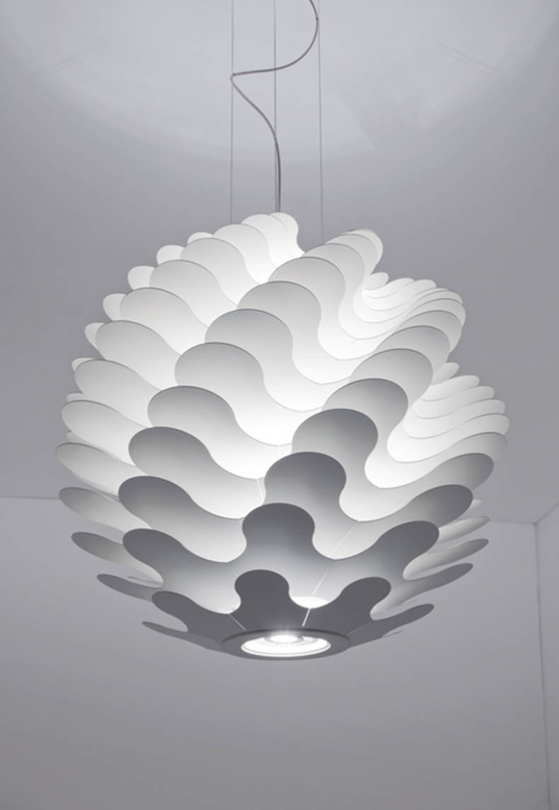 Libera Lamp from Lucente: an Unusual Play of Light and Shadow