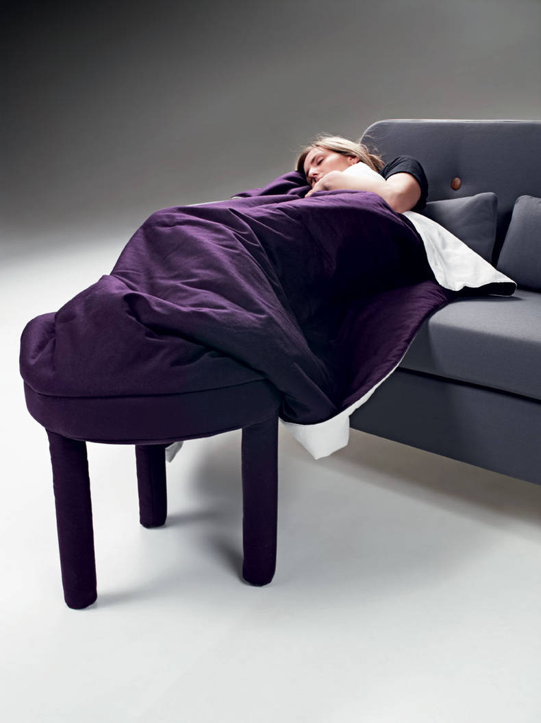 'Collerette' Puof with a Blanket by Les M Design Studio