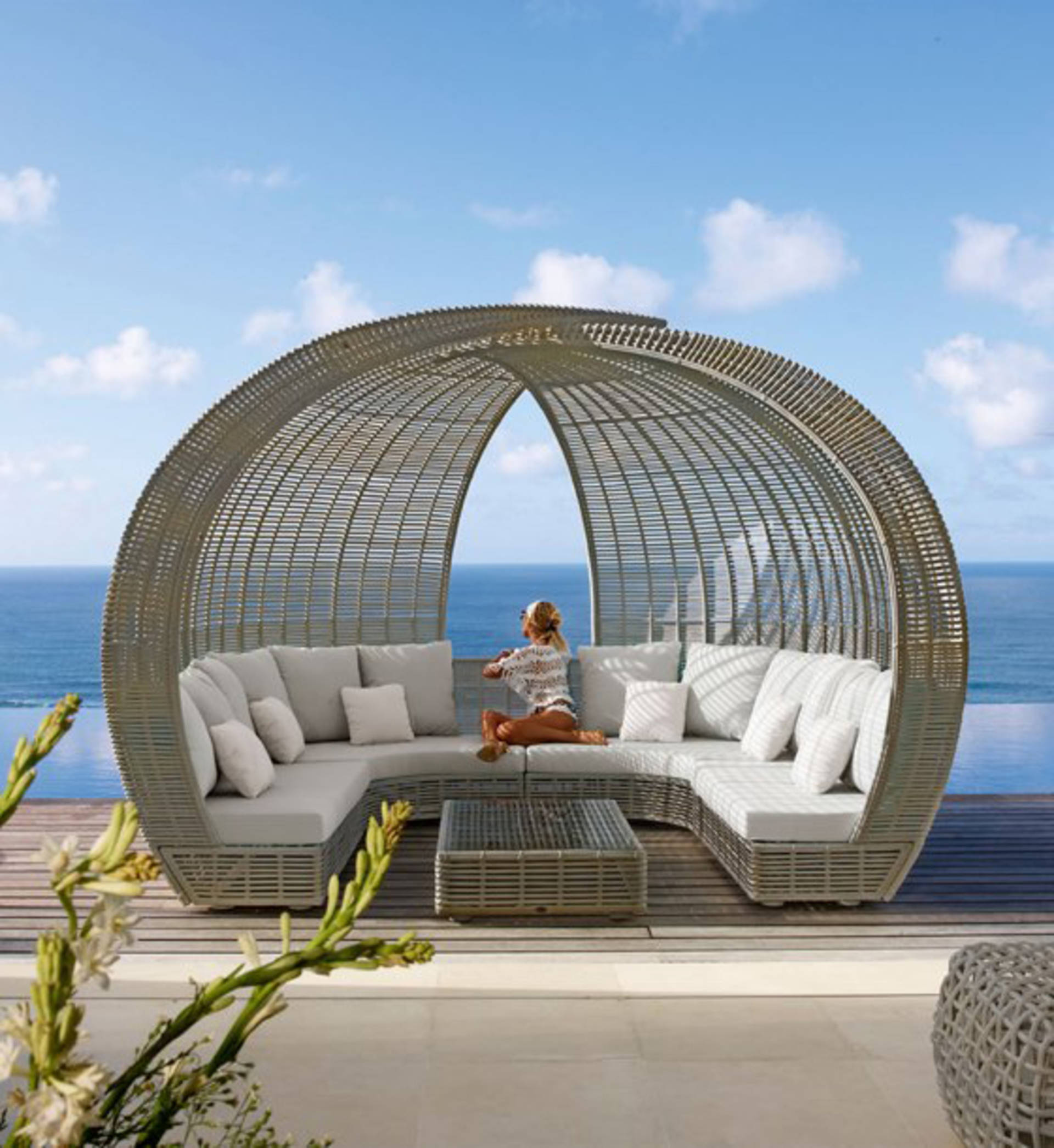 Series of Luxury Outdoor Furniture by Skyline Design Home Reviews