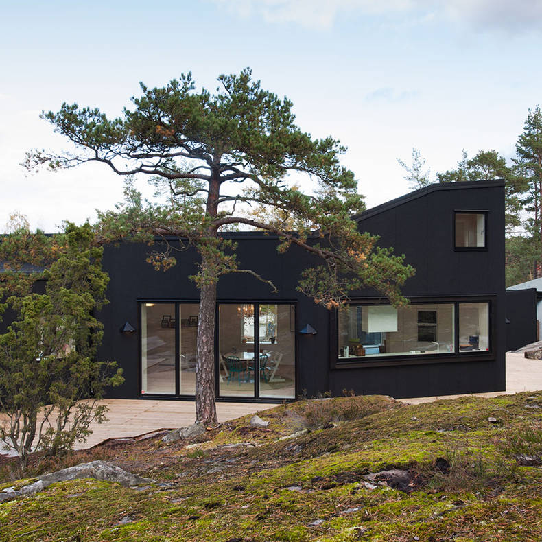 House with a Terrace, Surrounded by a Beautiful Forest: pS Arkitektur