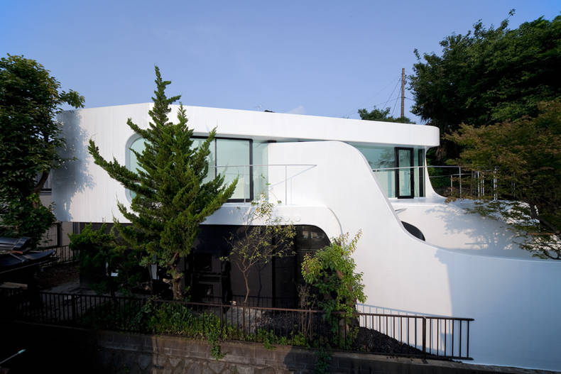 The Celluloid Jam House like a Moebius strip: Norisada Maeda Atelier